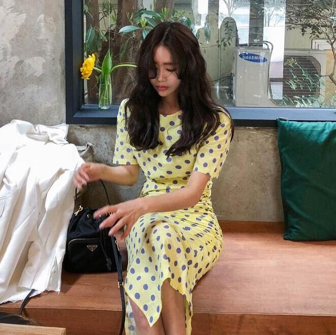 黄色连衣裙 夏季新款ins韩国版修身显瘦收腰褶皱波点中长款开叉连衣裙女chic_推荐淘宝好看的黄色连衣裙
