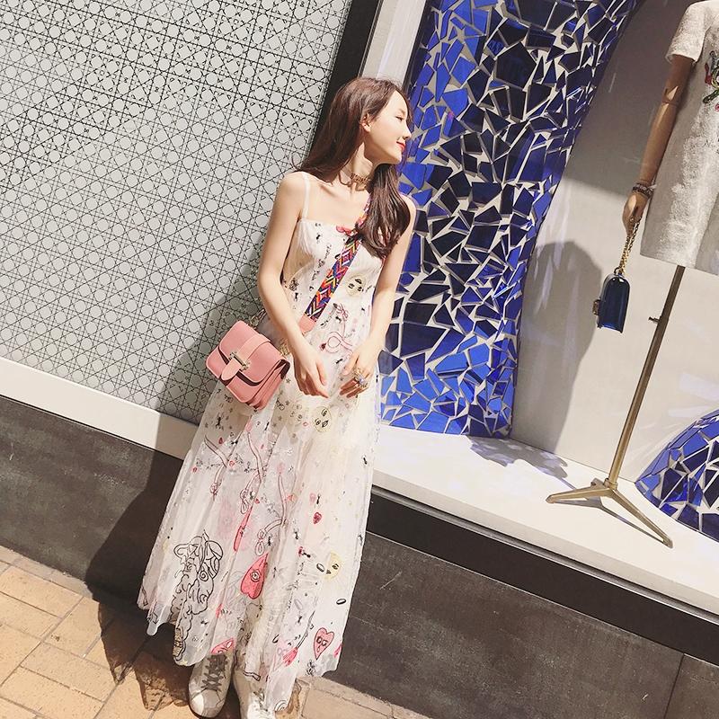 白色吊带连衣裙 夏季韩版收腰显瘦重工刺绣黑色ins网纱吊带连衣裙大摆裙仙女长裙_推荐淘宝好看的白色吊带连衣裙