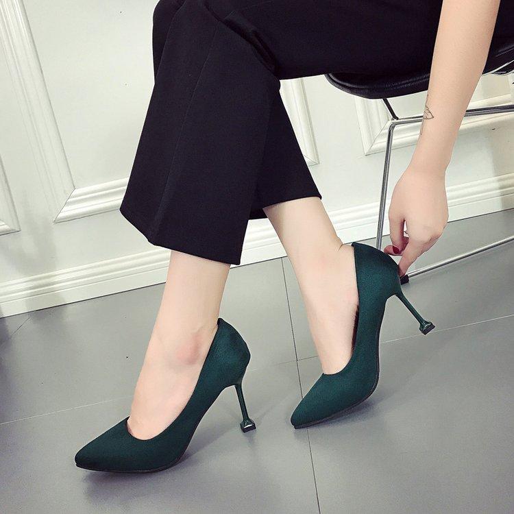 绿色高跟鞋 韩版秋季新款尖头高跟鞋女细跟中跟绒面红色婚鞋墨绿色小根工作鞋_推荐淘宝好看的绿色高跟鞋