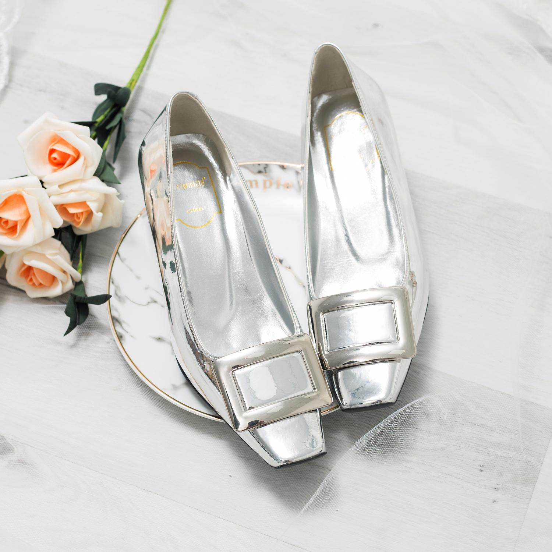 高跟rv鞋子 方扣粗跟婚鞋女2018新款RV方头中跟单鞋结婚鞋子银色漆皮高跟鞋_推荐淘宝好看的高跟rv鞋子