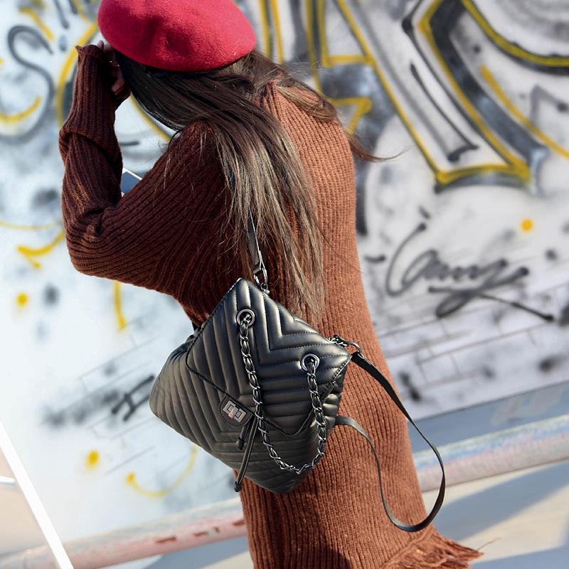 菱格女链条包 2017秋冬新款复古菱格链条双肩背包女欧美时尚小香风休闲学院背包_推荐淘宝好看的女菱格女链条包