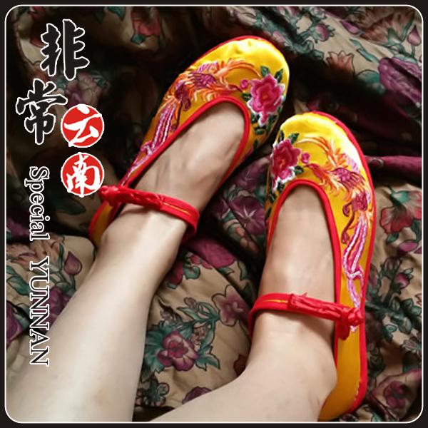 黄色坡跟鞋 云南绣花鞋民族风女鞋黄色缎面凤凰牡丹坡跟鞋高跟单鞋复古鞋汉鞋_推荐淘宝好看的黄色坡跟鞋