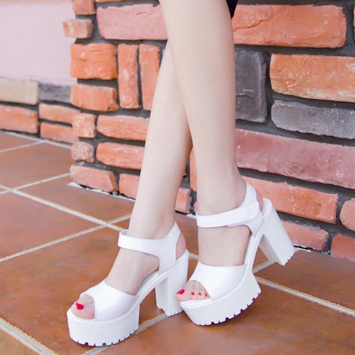 白色高跟凉鞋 2018新款简约夏季粗跟女式凉鞋欧美站高跟防水台露趾白色鱼嘴圆头_推荐淘宝好看的女白色高跟凉鞋