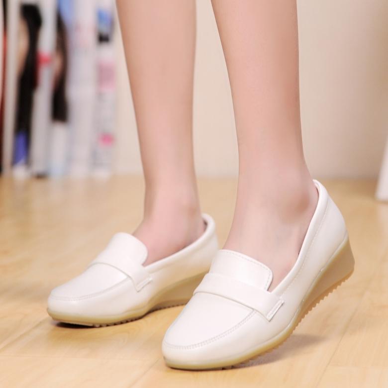坡跟鞋 护士鞋白色女冬季2019新款韩版医院平底舒适坡跟防滑防臭软底牛筋_推荐淘宝好看的女坡跟鞋
