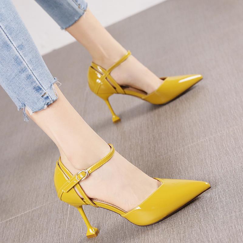 黄色高跟鞋 欧美时尚漆皮尖头中空细跟单鞋女夏百搭黄色镂空一字扣带高跟鞋潮_推荐淘宝好看的黄色高跟鞋