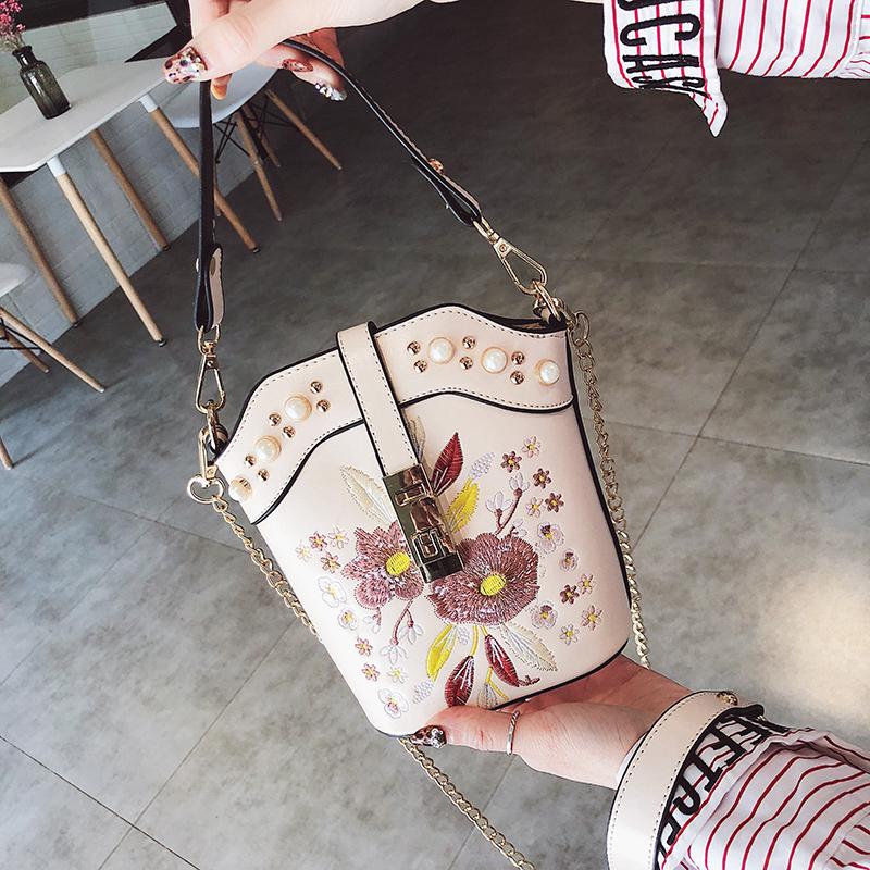 水桶包 chic女包包2018新款韩版刺绣花朵链条水桶包ins超火少女斜挎小包_推荐淘宝好看的女水桶包