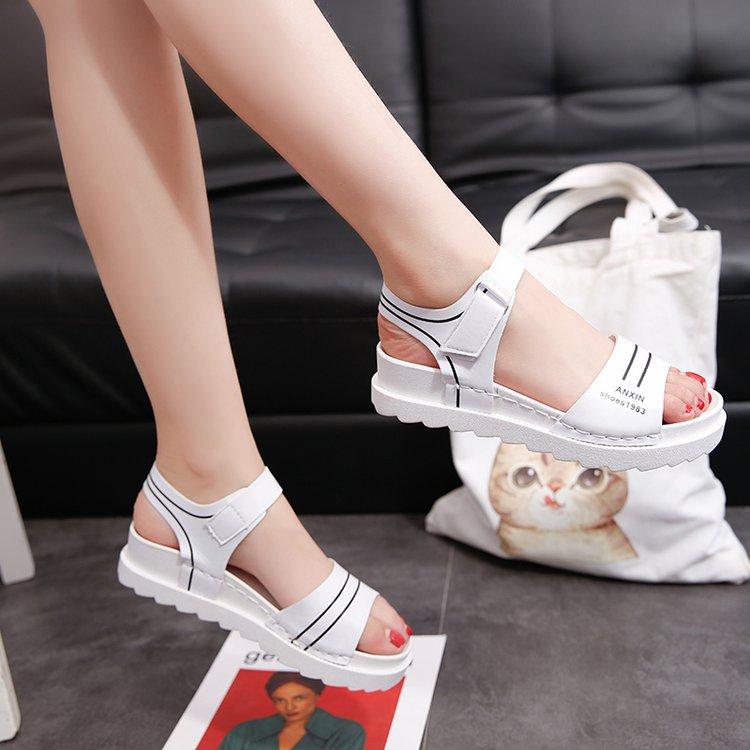 白色凉鞋 2018春夏新款女学生凉鞋韩版白色平底大童高中生初中学生平跟女鞋_推荐淘宝好看的白色凉鞋
