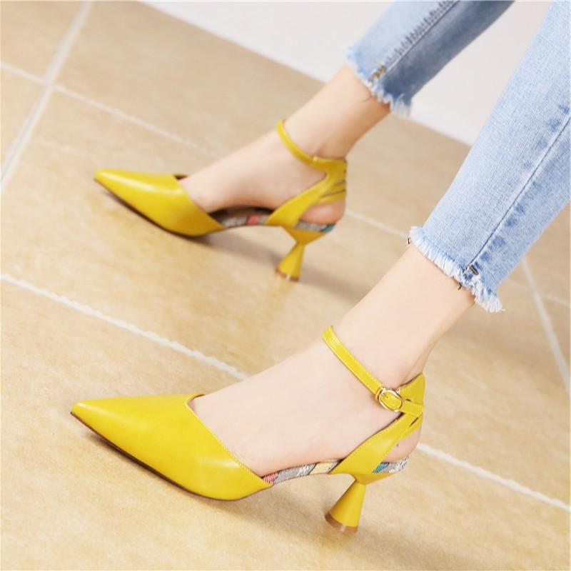 黄色凉鞋 新款韩版时尚一字扣带包头凉鞋气质百搭黄色小跟细跟中跟鞋女夏季_推荐淘宝好看的黄色凉鞋