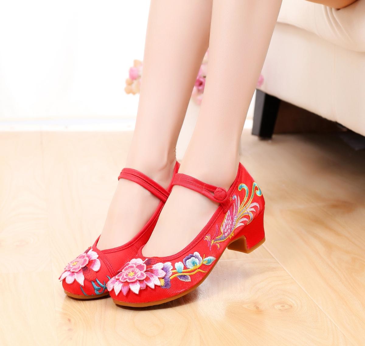 坡跟鞋 民族绣花鞋坡跟中国风粗跟红色复古鞋2019新款小跟鞋老北京布鞋女_推荐淘宝好看的女坡跟鞋