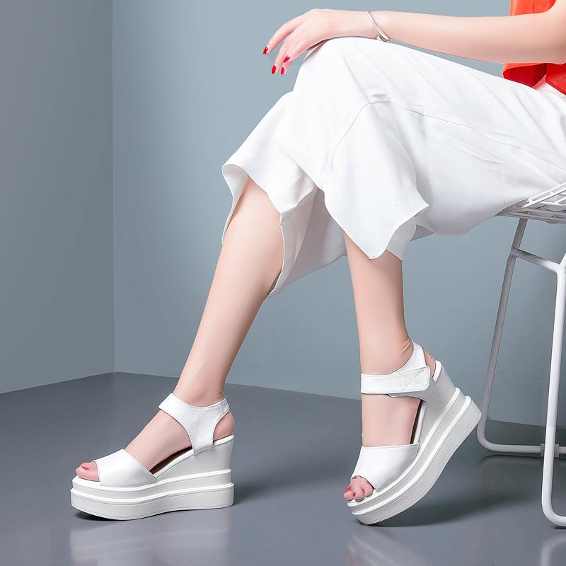 鱼嘴罗马鞋 2018新款女凉鞋夏季真皮坡跟高跟松糕厚底防水台鱼嘴罗马凉鞋白色_推荐淘宝好看的鱼嘴罗马鞋
