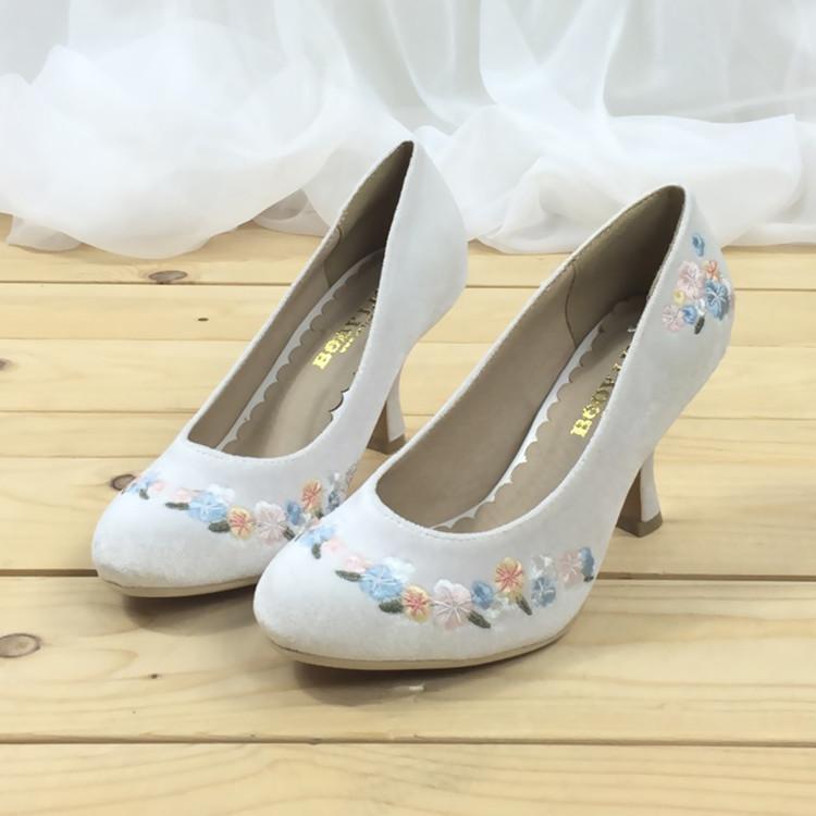 中国高跟鞋 日本新款修身高挑小单鞋尖头高跟细跟女鞋一脚蹬刺绣立体花朵_推荐淘宝好看的女高跟鞋