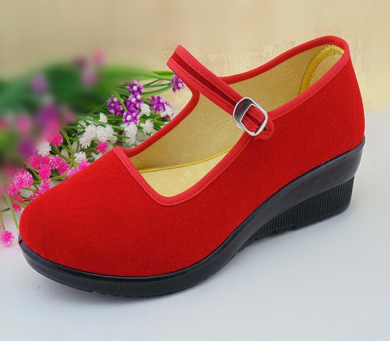 红色厚底鞋 实在人老北京布鞋红色松糕坡跟厚底休闲鞋绒面红色妈妈跳舞单鞋子_推荐淘宝好看的红色厚底鞋