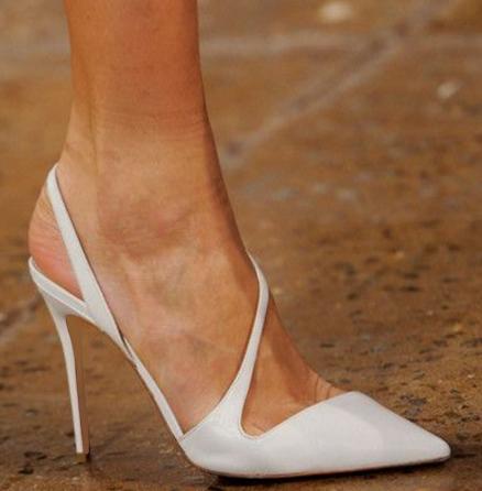 欧美款尖头鞋 欧美风格2019夏季新品尖头中空后空白色漆皮细跟浅口高跟鞋婚宴鞋_推荐淘宝好看的欧美尖头鞋