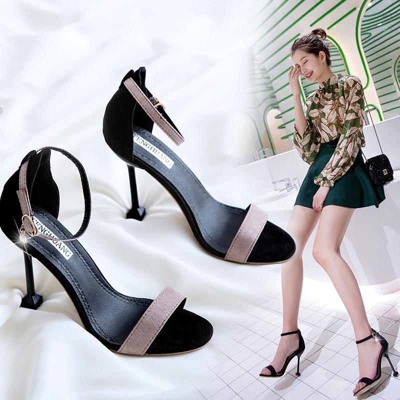 黑色凉鞋 2018夏季新款韩版百搭高跟鞋女中跟细跟黑色工作鞋金属扣露趾凉鞋_推荐淘宝好看的黑色凉鞋