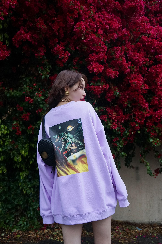 紫色卫衣 于momo情侣装春装2018新款宽松圆领印花卫衣女oversize慵懒风上衣_推荐淘宝好看的紫色卫衣