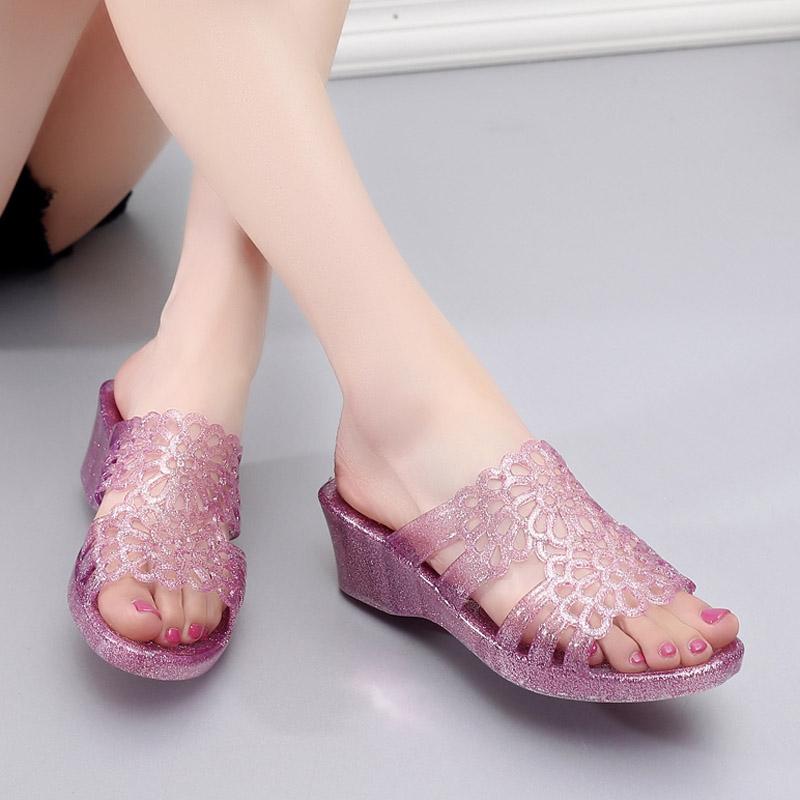 水晶坡跟鞋 夏季凉拖鞋女外穿高跟水晶塑料一字拖防滑坡跟厚底海边度假沙滩鞋_推荐淘宝好看的水晶坡跟鞋