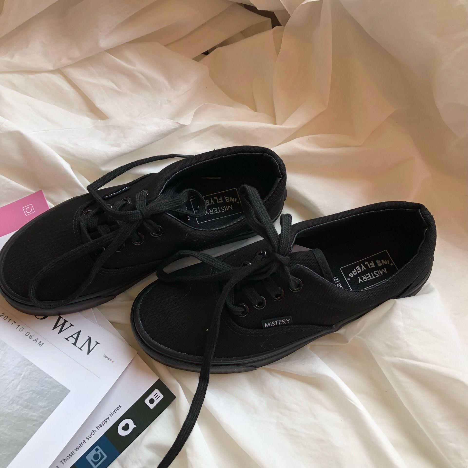 黑色帆布鞋 (泡面小希)韩国ins街拍复古纯黑色原宿港风系带男女帆布小黑鞋_推荐淘宝好看的黑色帆布鞋