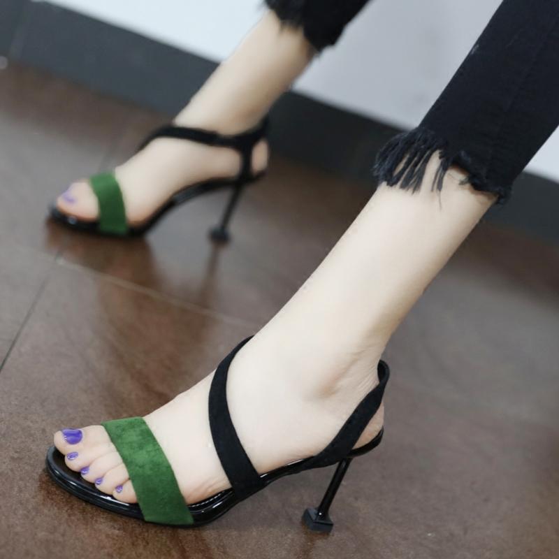 绿色凉鞋 个性绿色露趾凉鞋2018夏新款简约套脚侧空细跟高跟鞋百搭猫脚跟鞋_推荐淘宝好看的绿色凉鞋