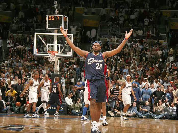 Фанатская атрибутика Новый самый продаваемый баскетбол звезды НБА Леброн Джеймс Спорт браслет силиконовый браслет цене перкуссия почты плюс пакет