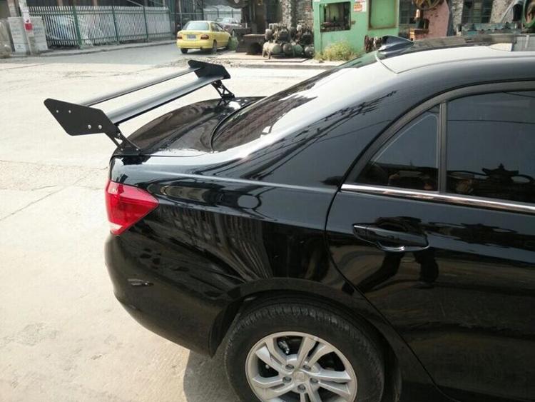 汽车免打孔尾翼吉利比亚迪菱帅菱悦蓝瑟科鲁兹尾翼三厢改装通用型高清图片