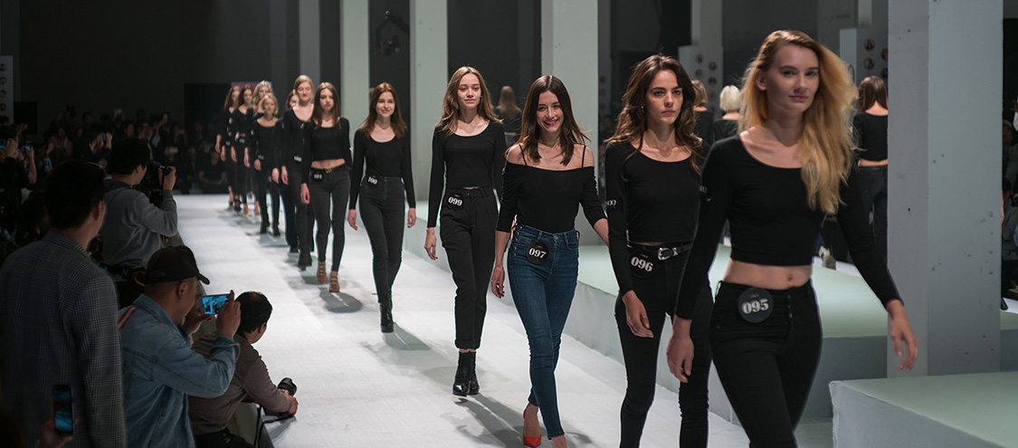 揭秘淘寶模特面試流程:穿全黑服裝走秀