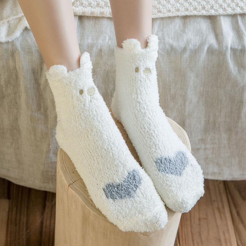 珊瑚绒袜子女中筒袜秋冬加绒加厚保暖日系睡眠成人可爱毛巾地板袜