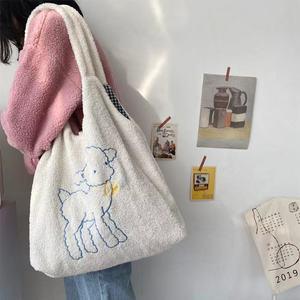 新款秋冬毛毛包可爱小羊包包百搭斜挎帆布包大容量学生单肩毛绒包