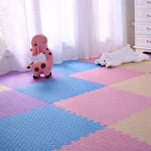 Over-sized crawl in wrestling dormitory girl's soft living room spliced with mother-to-baby wide safety crawl pad