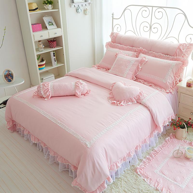 铁艺床也是很好看的,特别浪漫的感觉,配上粉嫩的四件套,特别适…