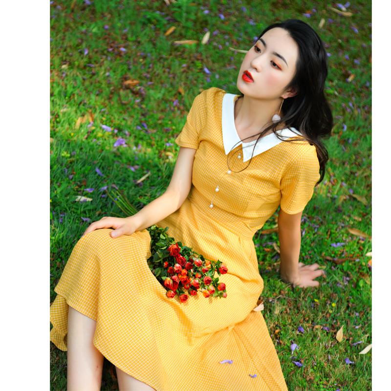 JUJU2019法式复古娃娃领短袖连衣裙格子文艺少女收腰中长裙显白夏