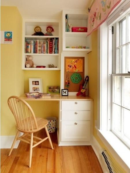 如果家裏空間不夠大,也可以把陽台改造成小書房,一個簡單的書櫃…