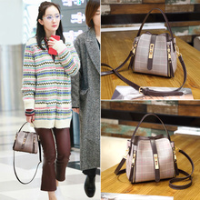 Yang Power Star's Same Bag Girl 2019 New Inclined Bag ins Hand-held Bill of Ladies Bag Lattice Bucket Moisture