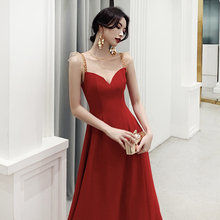 A slim Retro Red toast dress with sling. A dress for an engagement party, a dress for a small dress, a dress for a date, and a dress for a dinner party.