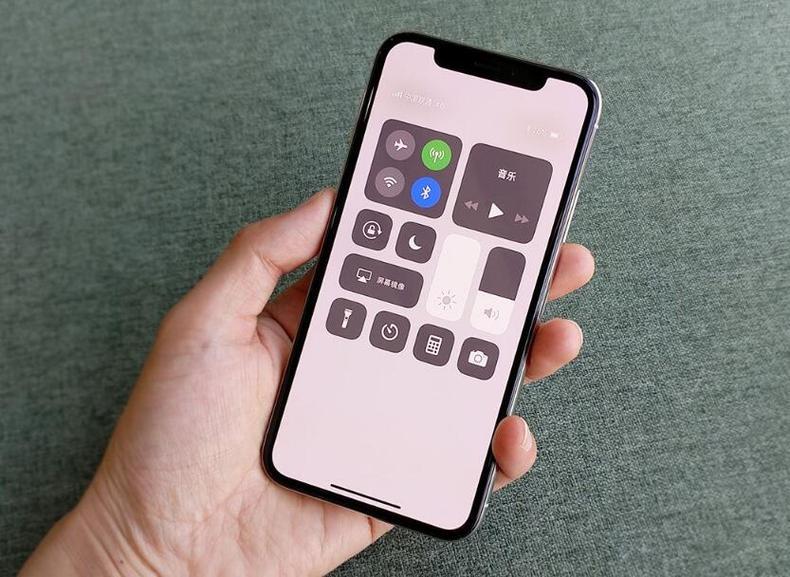 苹果公布新规:所有App都要适配刘海屏
