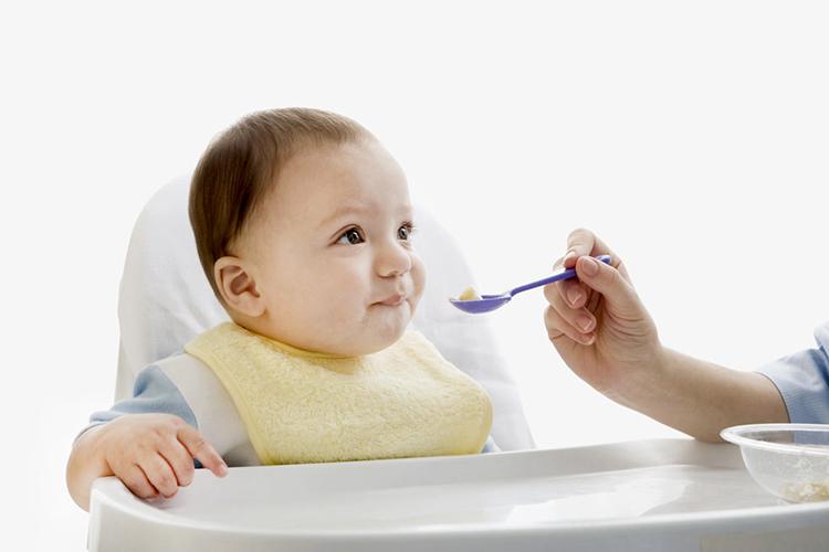 教你如何应对宝宝吐奶问题