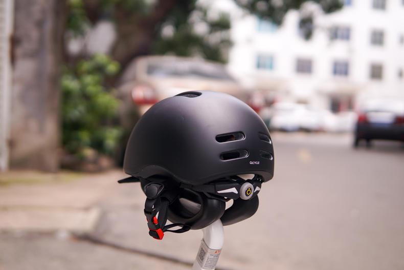 哑光黑小米头盔展示