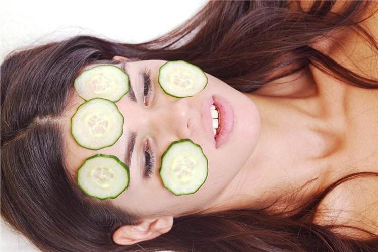 睡前4种敷脸方法,女生皮肤越来越白