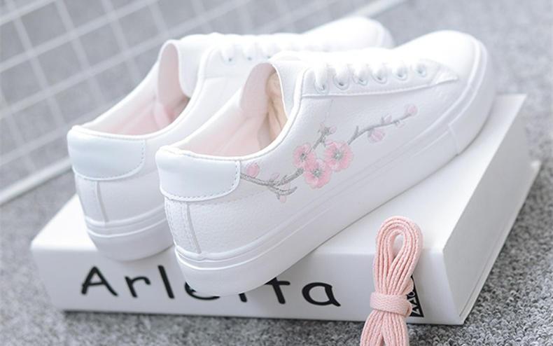 刺绣小白鞋