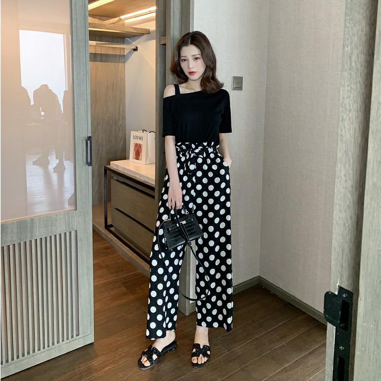 2019夏季新款韩版露肩黑色短袖+波点阔腿裤套装女御...¥119.9