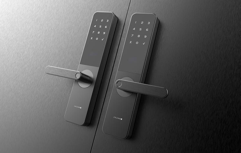 它不仅可以指纹解锁,对于用惯钥匙的家庭成员也同样照顾