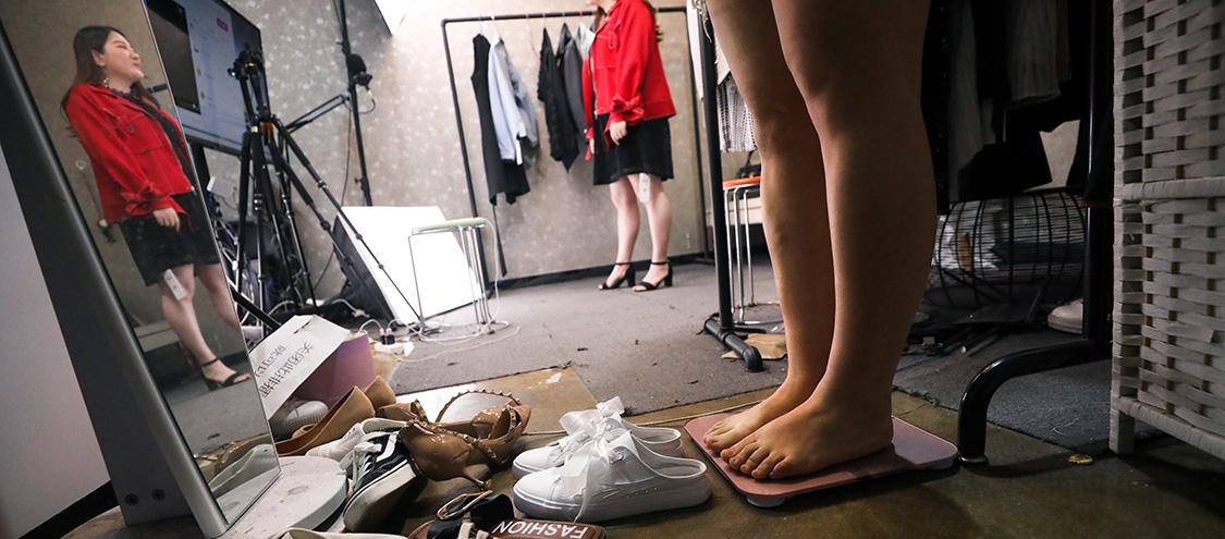实拍大码女装厂 每年布料铺满5个梵蒂冈