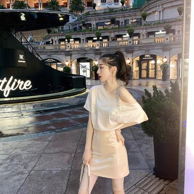 2019夏季新款时髦洋气亮闪闪上衣 设计感小众宽松斜领露肩T恤女夏