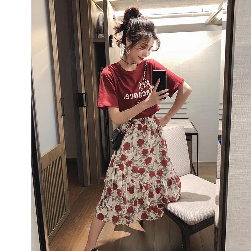 春季2019新款洋气套装字母短袖t恤女网红碎花雪纺半...¥99.9